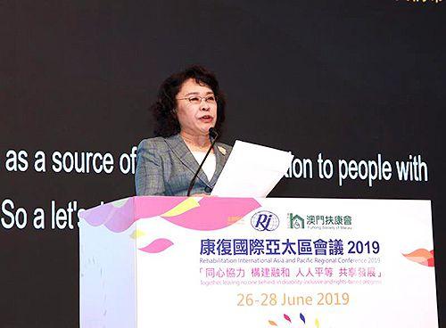 图为张海迪在康复国际亚太区会议开幕式发表主旨演讲